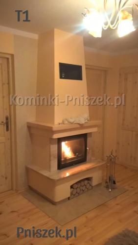 kominek-na-bazie-wkladu-antek-10-tradycyjny-klasyczny-z-blatem-z-marmuru-z-belka-drewniana-sosnowa